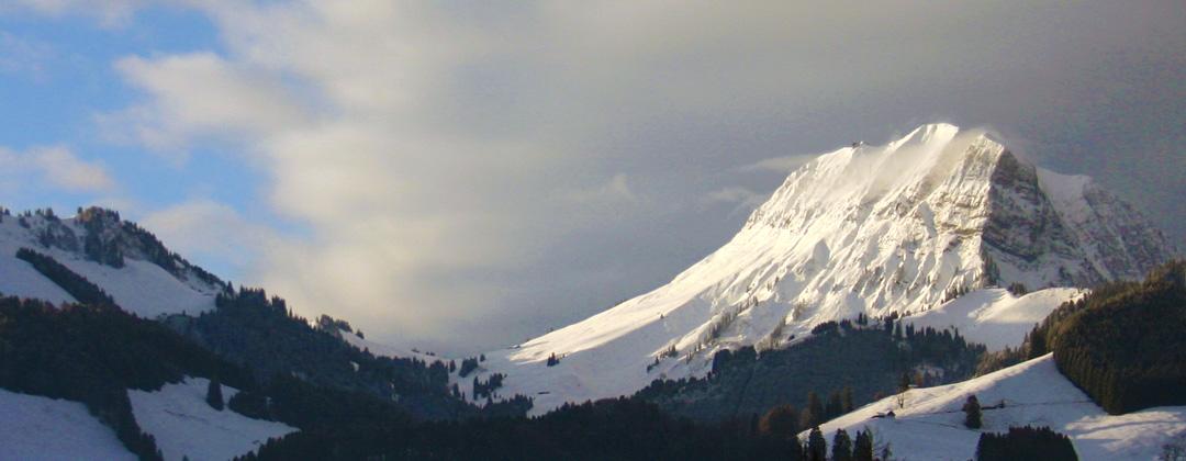 Le Moléson et ses belles pistes de ski, tout près de la buvette de montagne Au Creux du feu. Pays de Fribourg en Gruyère
